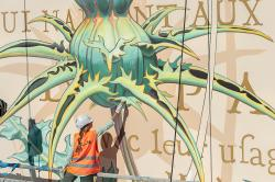 Fresque de l'artiste suisse Mona Caron quartier Bernard de Jussieu / Versailles Habitat