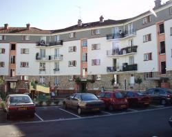 Résidence Bazin (côté parking)