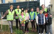 Les élus du Mesnil Saint Denis avec quelques jardiniers bénévoles